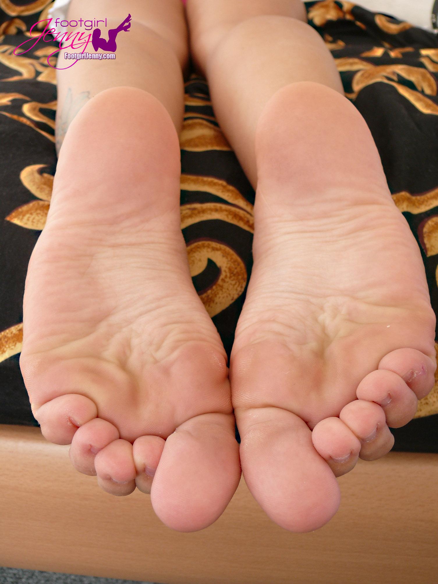 Phrase Dolly parton bare feet